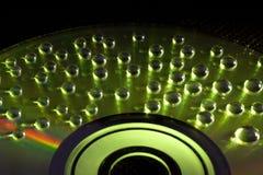 Le fond abstrait de musique, l'eau chute sur CD/DVD photographie stock libre de droits