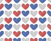 Le fond avec des coeurs du rouge, le bleu et l'argent scintillent, modèle sans couture Photographie stock libre de droits