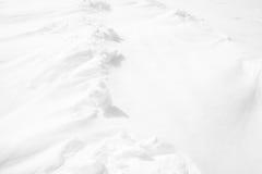Le fond blanc de texture est fait à partir de la neige images stock