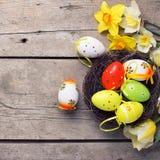 le fond a coloré le vecteur rouge de tulipe de format des oeufs de pâques eps8 Photo stock