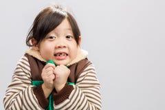 Le fond d'enfant/tremblement de tremblement d'enfant/enfant tremblant, studio a isolé le fond Photos libres de droits