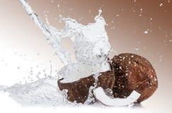 le fond 3d rendent éclabousse l'eau blanche Image libre de droits