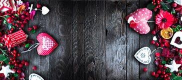 Le fond de jour du ` s de Valentine avec les éléments orientés d'amour aiment des coeurs de coton et de papier Photo libre de droits