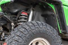 Le fond de la jeep se tenant sur la pierre Image libre de droits