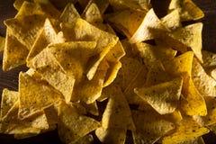 Le fond de nachos de tortilla a tiré d'en haut, bon pour le contexte Images stock