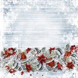 Le fond de Noël avec un sapin de frontière s'embranche, les baies et les boules rouges sur les conseils en bois illustration de vecteur