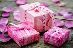 Le fond de Valentine avec des cadeaux Photographie stock
