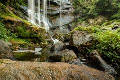 Le fond des cascades Sri Lanka de Bromburu Image libre de droits