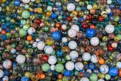 Le fond des marbres en verre colorés de diversité Photographie stock libre de droits