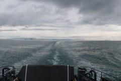 Le fond du ferry tout en naviguant image stock