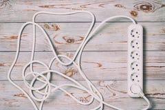 Le fond en bois dans le rétro style, là-dessus est une rallonge avec les coupes européennes image stock