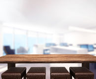 Le fond en bois de dessus de Tableau dans le bureau 3d rendent Image libre de droits