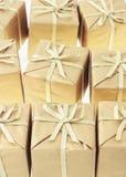 le fond enferme dans une boîte le cadeau Photos libres de droits