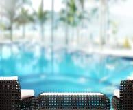 Le fond et la piscine en bois 3d de dessus de Tableau rendent Photo stock