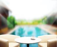 Le fond et la piscine en bois 3d de dessus de Tableau rendent Images stock