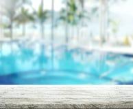 Le fond et la piscine en bois 3d de dessus de Tableau rendent Photo libre de droits