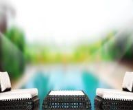 Le fond et la piscine en bois 3d de dessus de Tableau rendent Image libre de droits