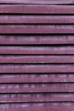 Le fond géométrique lumineux d'Abstract de barrière grise et orange de zinc, lignes inclinées, a barré la texture Photo stock