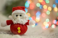 Le fond givré de bokeh de caisses de jouet de Noël décorent le fond de votre ordinateur images libres de droits