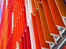le fond intérieur de pente de feuille en plastique acrylique 45 degrés et orange Images libres de droits