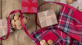 Le fond néerlandais de Sinterklaas de vacances avec pepernoten traditionnel images stock