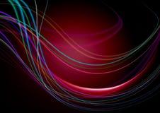 Le fond noir abstrait et les rayures concaves sur le rouge soutiennent la lumière Photographie stock libre de droits