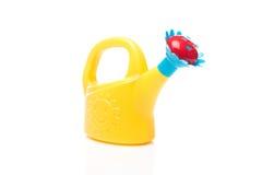 le fond peut blanc de arrosage d'isolement de jouet Photographie stock libre de droits
