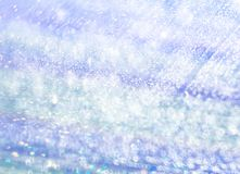 Le fond unfocused de l'eau bleue iridescente photographie stock libre de droits