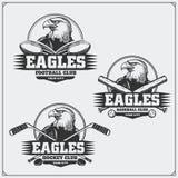 Le football, base-ball et logos et labels d'hockey Emblèmes de club de sport avec l'aigle Photos stock