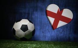 Le football 2018 Concept créateur Bille de football sur l'herbe verte Concept d'équipe de l'Angleterre de soutien Image libre de droits