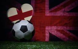 Le football 2018 Concept créateur Bille de football sur l'herbe verte Concept d'équipe de l'Angleterre de soutien Photos libres de droits