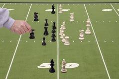 Le football d'échecs avec l'entraîneur défensif photographie stock libre de droits