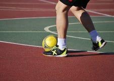 le football d'intérieur de joueur Photos libres de droits