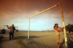 LE FOOTBALL DE FEMMES DE PLAGE DE L'ASIE TIMOR ORIENTAL TIMOR ORIENTAL DILI Photo stock
