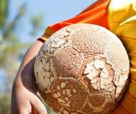 Le football de jeu Photos stock