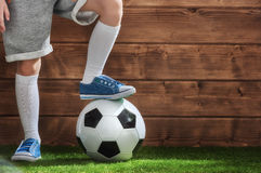 Le football de jeux d'enfant Photographie stock libre de droits