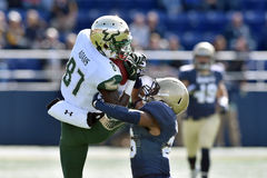 2015 le football de NCAA - la Floride du sud à la marine Photos stock