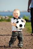 Le football de pièce de garçon Photos libres de droits