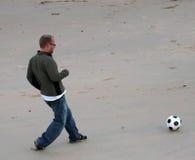 Le football de plage Photos stock