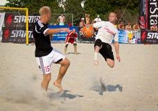 Le football de plage image libre de droits