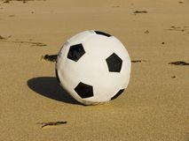 Le football de plage photos libres de droits