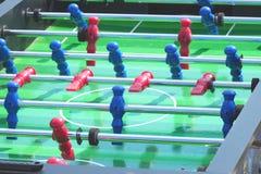 Le football du football de table de joueur de jeu de personnes images stock
