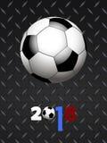 Le football du football et 2018 décorés au-dessus du panneau métallique noir Photographie stock libre de droits