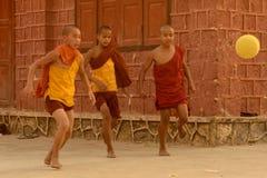 LE FOOTBALL DU FOOTBALL DE L'ASIE MYANMAR NYAUNGSHWE Image libre de droits