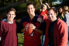 Le football : Guy Friends Ready à jouer Photographie stock