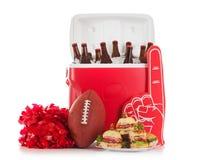Le football : Nourriture et boisson prêtes pour la partie Photo libre de droits