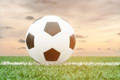 Le football ou ballon de football image stock