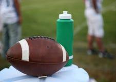 Le football sur la cruche d'eau Photographie stock