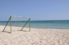 Le football sur la plage Images stock