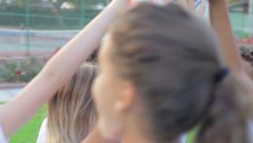 Le football Team Training Together de la jeunesse banque de vidéos